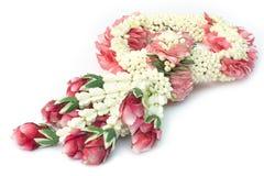 Festão tradicional tailandesa da flor do ofício isolada imagem de stock royalty free