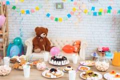 Festa de anos feliz Fundo da tabela festiva Fundo do aniversário Foto de Stock