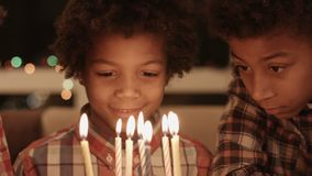 A festa de anos pequena da criança do Afro filme