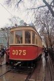 Festa 2016 del tram di Mosca Retro calibratore per allineamento La gente prende le foto  Fotografia Stock Libera da Diritti