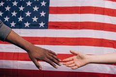 Festa dell'indipendenza di U Mani dei cittadini sopra la bandiera Immagine Stock Libera da Diritti
