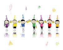 Festa di compleanno, amici con le tazze di birra Fotografia Stock