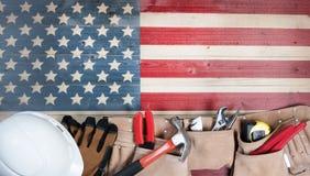 Festa di festa del lavoro per gli Stati Uniti d'America con gli strumenti del lavoratore Immagine Stock
