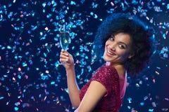Festa, drinkar, ferier och berömbegreppet Royaltyfria Bilder