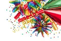 Festa garneringen med girlander, banderollen, smällarekonfetti Arkivfoton