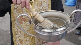 A festa gloriosa da Páscoa Christ é levantado Consagração, identificada por meio de água santamente filme