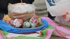 A festa gloriosa da Páscoa Christ é levantado Consagração, identificada por meio de água santamente video estoque