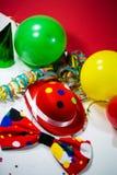 Festa hatten med pilbågen, ballonger och banderoller Arkivbilder