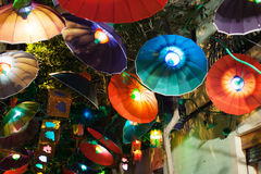 Festa Major de Gracia在夜在巴塞罗那 免版税库存图片