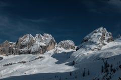 Festa nella stazione sciistica dell'Italia del Nord Giro alle dolomia Fotografia Stock