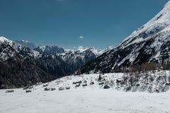 Festa nella stazione sciistica dell'Italia del Nord Giro alle dolomia Immagine Stock
