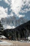 Festa nella stazione sciistica dell'Italia del Nord Giro alle dolomia Immagini Stock Libere da Diritti