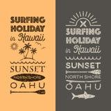 Festa praticante il surfing negli emblemi delle Hawai Immagini Stock