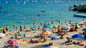 Festa sulla spiaggia in Spagna di estate video d archivio