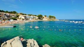 Festa sulla spiaggia in Spagna di estate archivi video