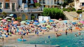 Festa sulla spiaggia in Spagna di estate stock footage