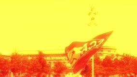 Festa um partido de Macron para a bandeira anônima da máscara de Macron no protesto vídeos de arquivo