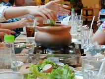 'Festar den Chim kamrat'menyn, med vänner arkivfoto