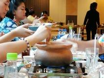 'Festar den Chim kamrat'menyn, med vänner arkivbilder