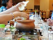 'Festar den Chim kamrat'menyn, med vänner royaltyfri fotografi