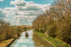 Feste britanniche - barca stretta che traversa Fotografia Stock