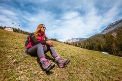 Feste della montagna Escursione Donna e natura Immagine Stock