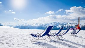 Feste di rilassamento dello sci nella stazione sciistica Fotografia Stock