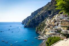 Feste italiane - spiaggia di Positano - costa scenica di Amalfi fotografie stock libere da diritti