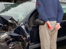 Festgehalten nach Autounfall stockbilder
