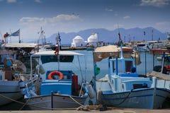 Festgemachte Boote in Aegina-Hafen, Griechenland Lizenzfreie Stockfotos