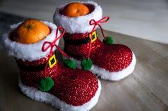 Festin sain de Noël Mandarine dans la chaussure de Santa image libre de droits