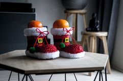 Festin sain de Noël Mandarine dans la chaussure de Santa images libres de droits