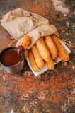 Festin traditionnel d'Espagnol Nourriture populaire de rue - sprinkl de Churros Image stock