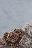 Festins croustillants de riz de chocolat de date verticaux Photo libre de droits