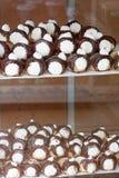 Festins de bonbon remplis par crème en Equateur photo stock