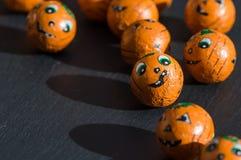 Festins de Halloween avec les visages et les ombres mignons images stock