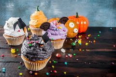 Festins drôles du ` s d'enfants pour Halloween photographie stock