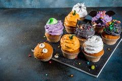 Festins drôles du ` s d'enfants pour Halloween photographie stock libre de droits
