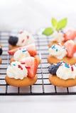 Festins minuscules de bonbon avec des gaufrettes de vanille images libres de droits