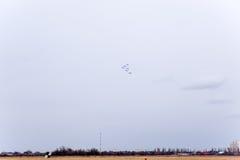 Festival aéreo no céu acima da escola do voo do aeroporto de Krasnodar Airshow em honra do defensor da pátria MiG-29 no céu Imagem de Stock Royalty Free