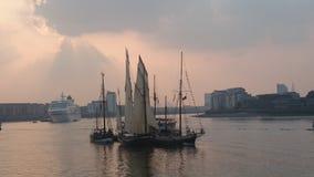 Festival alto de las naves de Londres el río Támesis Imagenes de archivo