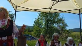 Festival anual de la rosa-cosecha en Bulgaria almacen de metraje de vídeo