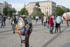 Festival av enorma påskägg arkivbilder