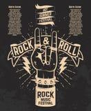 Festival caliente del verano Mano humana con la muestra del rock-and-roll Roca MU Imagen de archivo