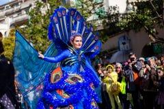 Festival 2019, calle Carnaval, tema fantástico de los mundos, retrato del limón de Menton del artista fotografía de archivo libre de regalías