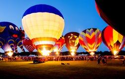Festival chaud de ballon à air de lueur de soirée Image libre de droits
