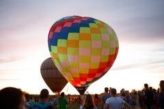 Festival chaud de ballons à air dans Pereslavl-Zalessky, vol de nuit de Yaroslavl Oblast dedans le 16 juillet 2016 Photographie stock