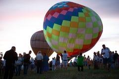 Festival chaud de ballons à air dans Pereslavl-Zalessky, vol de nuit de Yaroslavl Oblast dedans le 16 juillet 2016 Photographie stock libre de droits