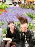 Festival d'Amphi - couple de repos de goth Images stock