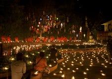 Festival d'an neuf, bougies d'incendie de moine bouddhiste à t Image stock
